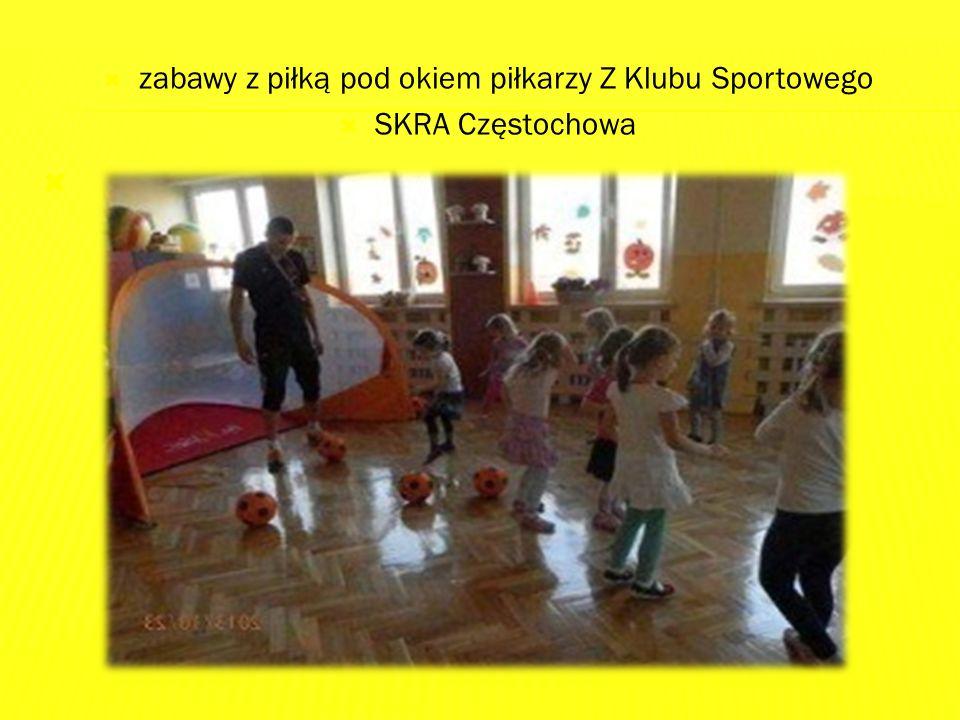  zabawy z piłką pod okiem piłkarzy Z Klubu Sportowego  SKRA Częstochowa 