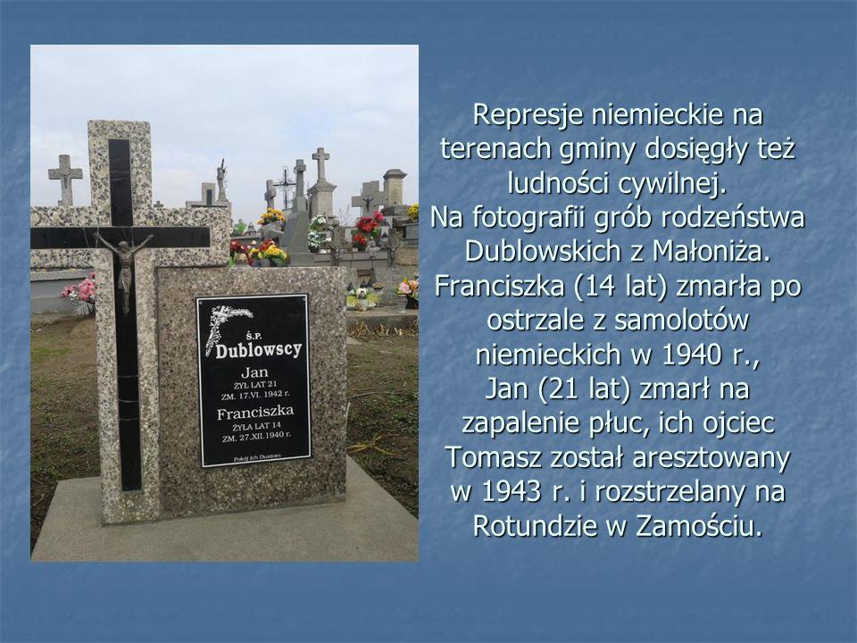 Małoniż, pomnik poświęcony 26 mieszkańcom miejscowości aresztowanym przez Niemców 13 listopada 1943 r. i rozstrzelanym na Rotundzie w Zamościu. Małoni