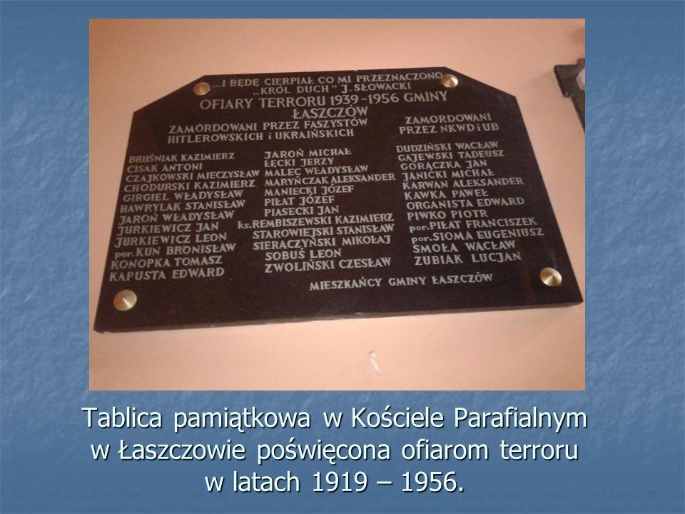 Łaszczów, pomnik upamiętniający zniszczenie i spalenie miejscowości przez UPA w 1944 roku. Łaszczów, pomnik upamiętniający zniszczenie i spalenie miej
