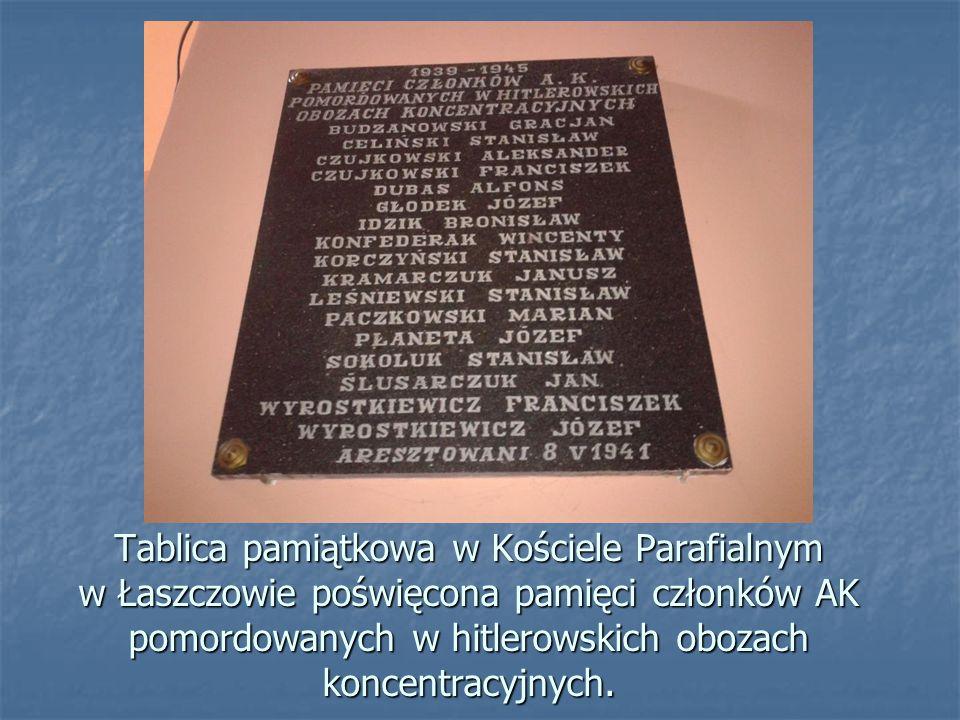 Tablica pamiątkowa w Kościele Parafialnym w Łaszczowie poświęcona Bł. Stanisławowi Starowieyskiemu, właścicielowi miejscowości, zmarłemu w obozie konc