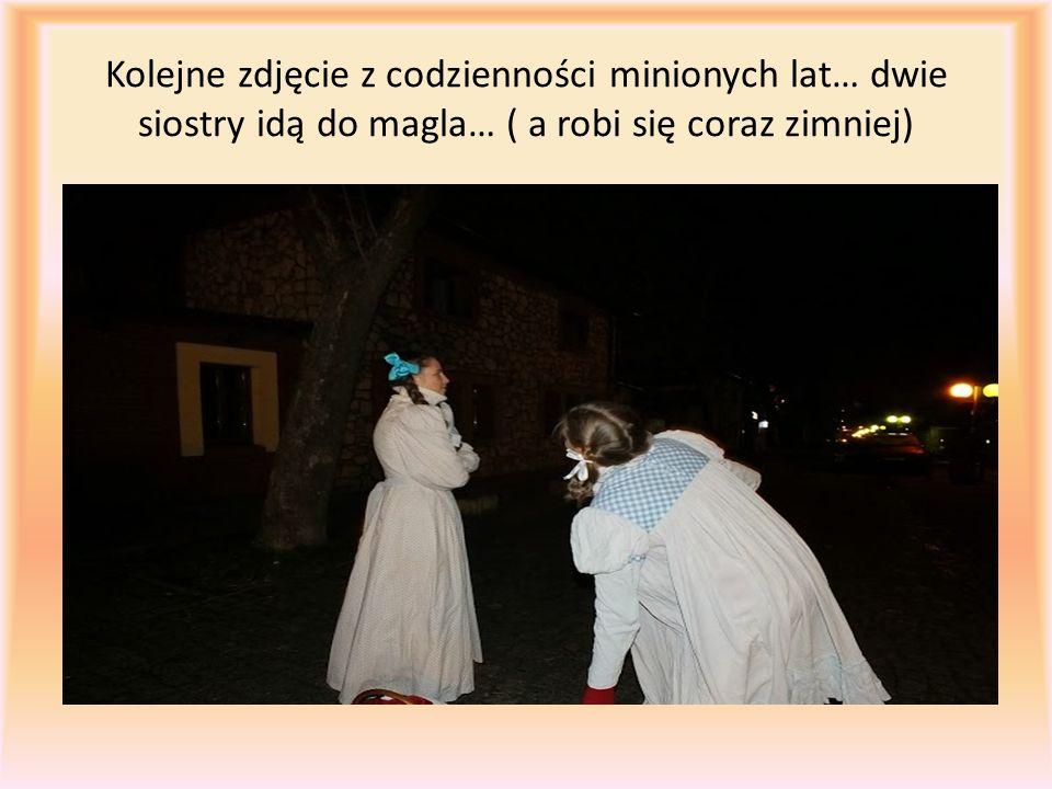 Kolejne zdjęcie z codzienności minionych lat… dwie siostry idą do magla… ( a robi się coraz zimniej)