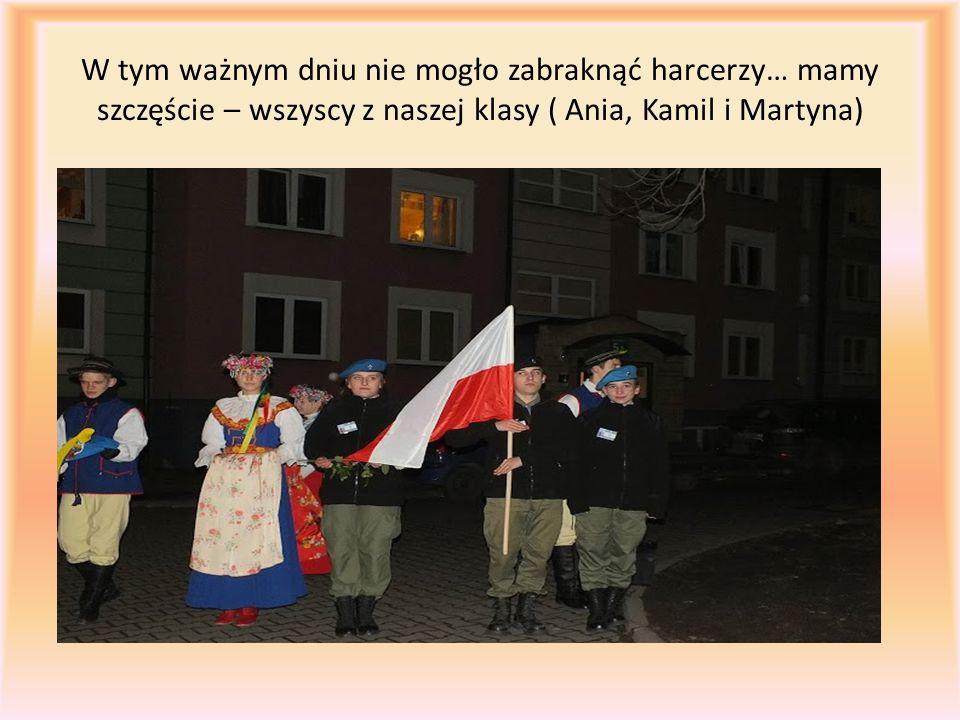 W tym ważnym dniu nie mogło zabraknąć harcerzy… mamy szczęście – wszyscy z naszej klasy ( Ania, Kamil i Martyna)