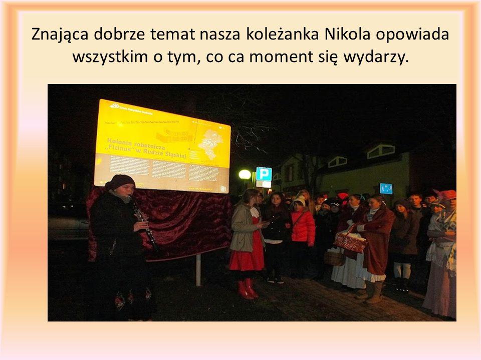 Znająca dobrze temat nasza koleżanka Nikola opowiada wszystkim o tym, co ca moment się wydarzy.