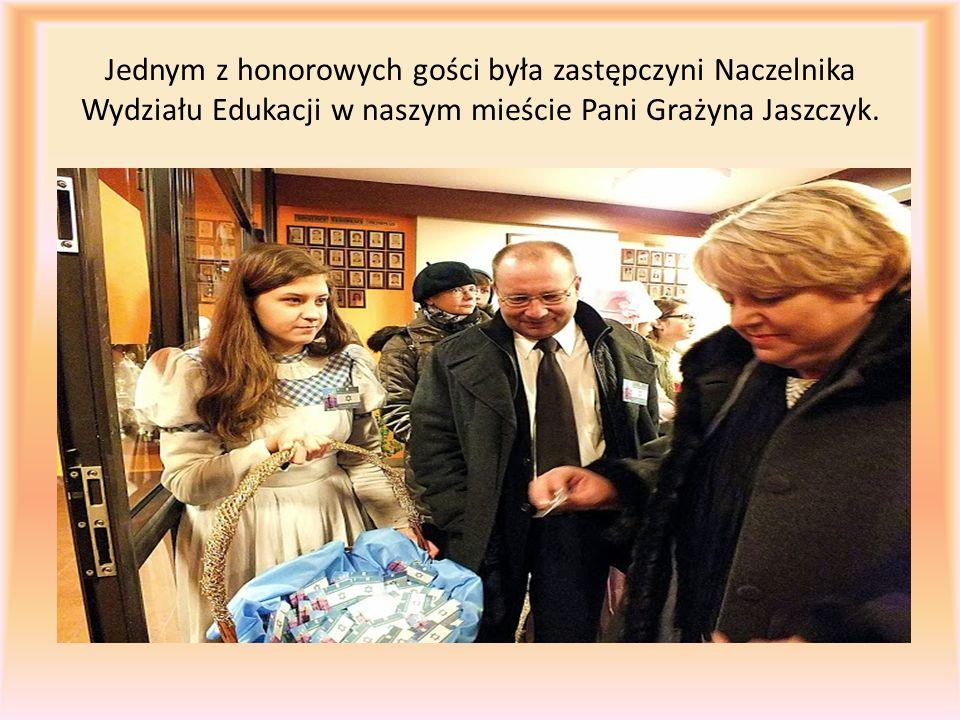 Jednym z honorowych gości była zastępczyni Naczelnika Wydziału Edukacji w naszym mieście Pani Grażyna Jaszczyk.