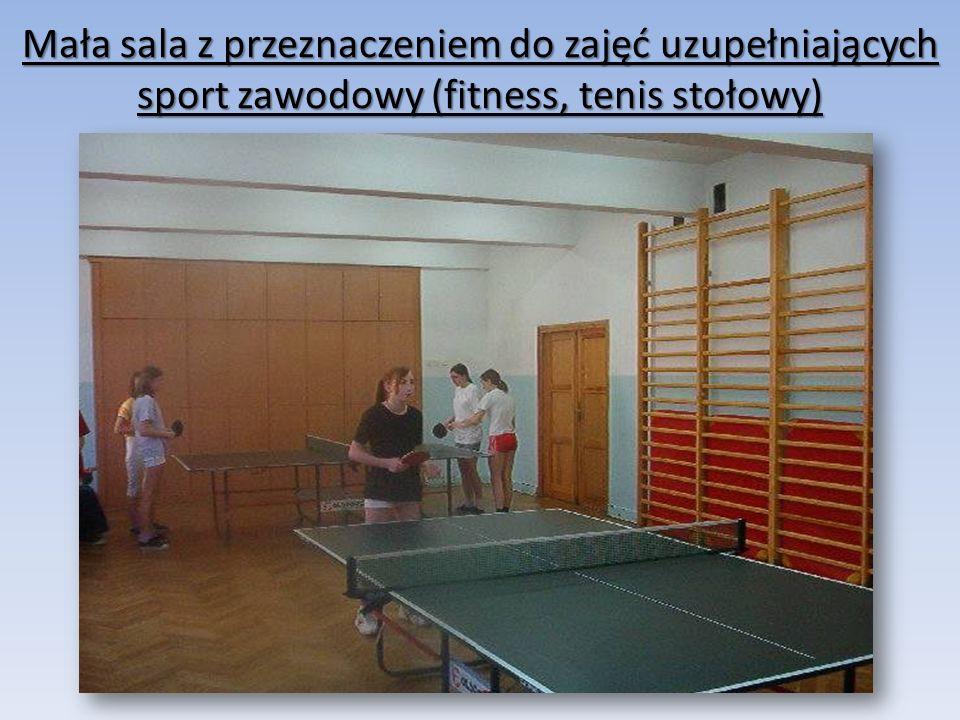 Mała sala z przeznaczeniem do zajęć uzupełniających sport zawodowy (fitness, tenis stołowy)