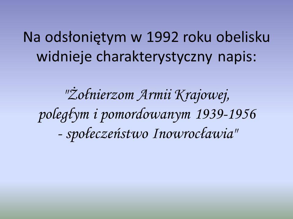Na odsłoniętym w 1992 roku obelisku widnieje charakterystyczny napis: Żołnierzom Armii Krajowej, poległym i pomordowanym 1939-1956 - społeczeństwo Inowrocławia