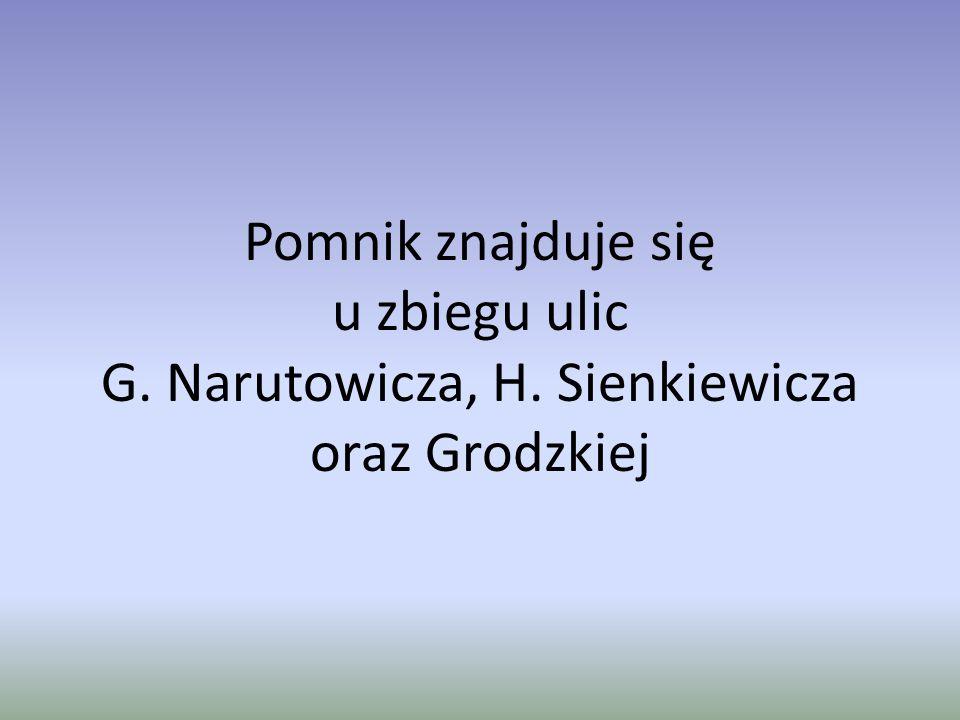 Pomnik znajduje się u zbiegu ulic G. Narutowicza, H. Sienkiewicza oraz Grodzkiej
