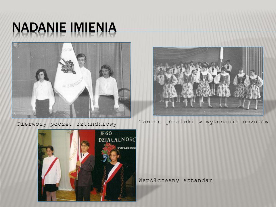 Pierwszy poczet sztandarowy Taniec góralski w wykonaniu uczniów Współczesny sztandar
