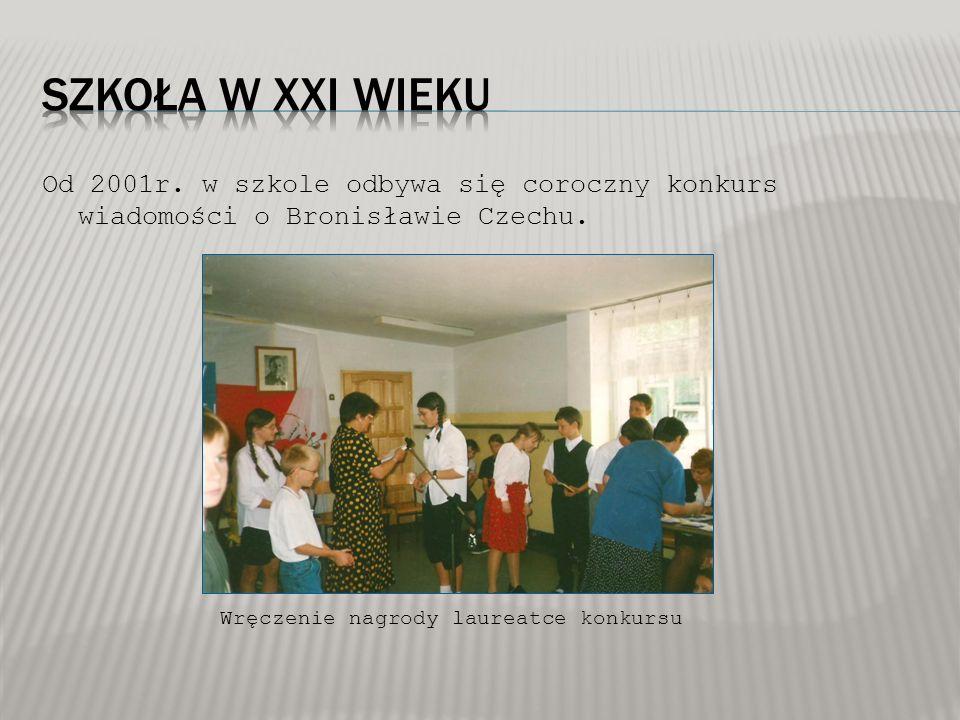 Od 2001r. w szkole odbywa się coroczny konkurs wiadomości o Bronisławie Czechu. Wręczenie nagrody laureatce konkursu