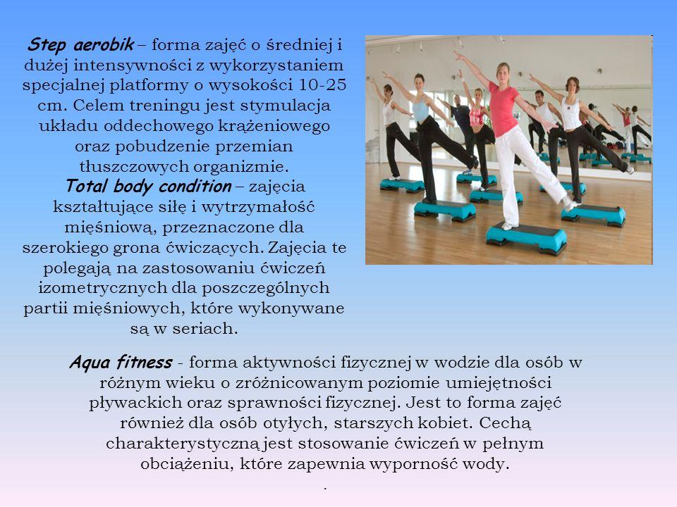 Step aerobik – forma zajęć o średniej i dużej intensywności z wykorzystaniem specjalnej platformy o wysokości 10-25 cm.