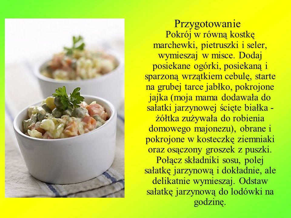 Przygotowanie Pokrój w równą kostkę marchewki, pietruszki i seler, wymieszaj w misce.