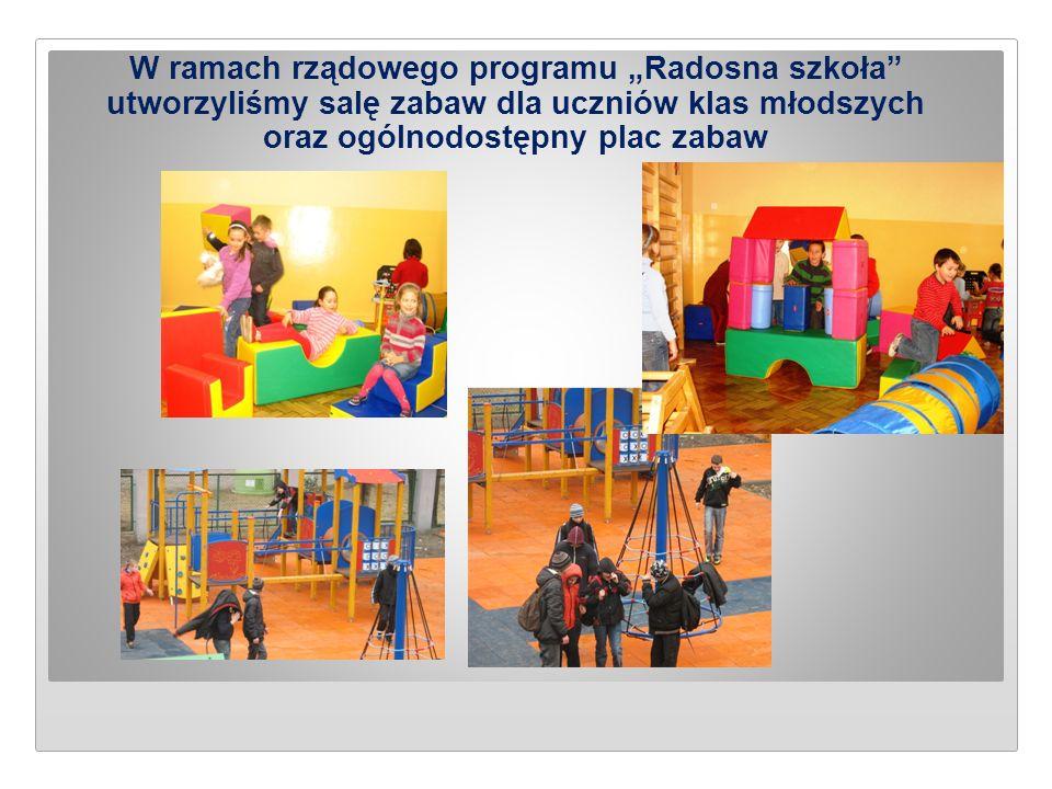 """W ramach rządowego programu """"Radosna szkoła"""" utworzyliśmy salę zabaw dla uczniów klas młodszych oraz ogólnodostępny plac zabaw"""