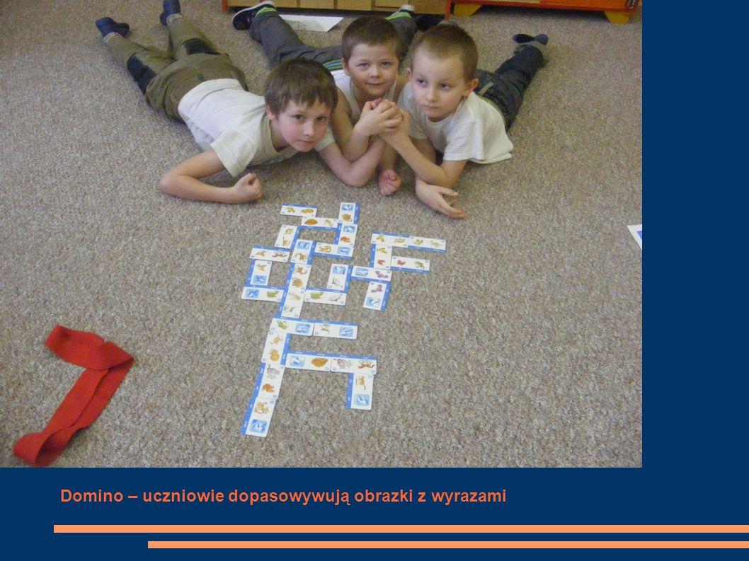 Domino – uczniowie dopasowywują obrazki z wyrazami