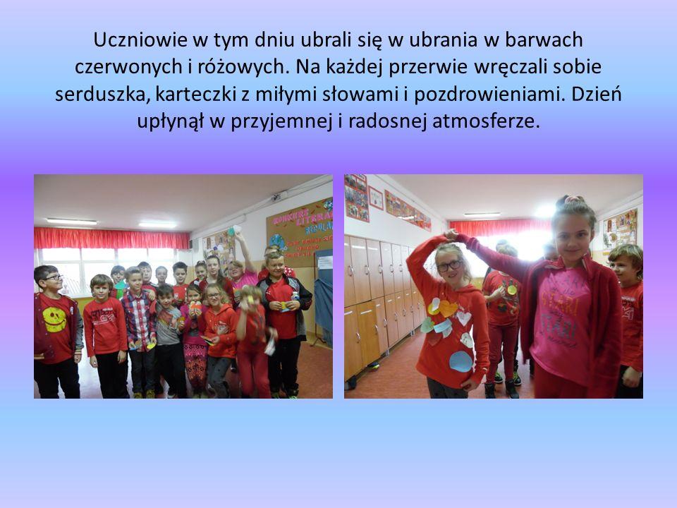 Uczniowie w tym dniu ubrali się w ubrania w barwach czerwonych i różowych. Na każdej przerwie wręczali sobie serduszka, karteczki z miłymi słowami i p