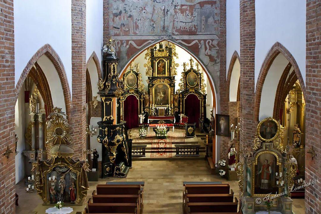Kokoszkowy Kamienno-ceglany kościół p.w.św. Barbary zbudowany w XIII w.