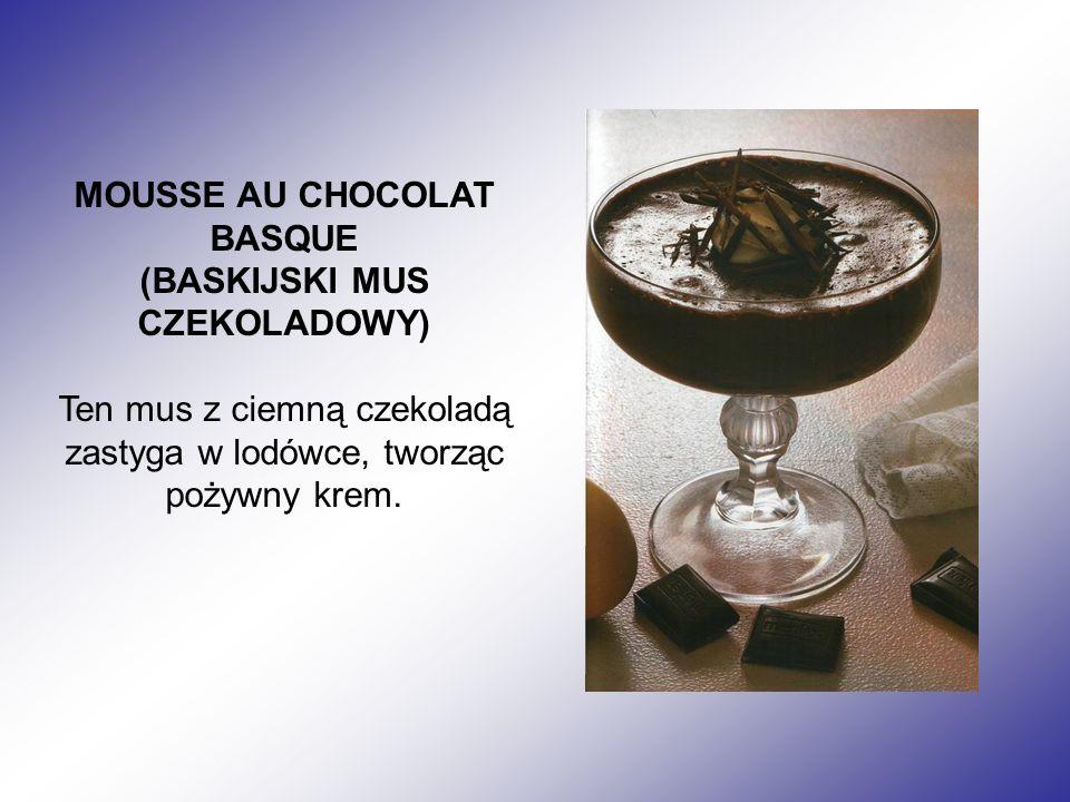 MOUSSE AU CHOCOLAT BASQUE (BASKIJSKI MUS CZEKOLADOWY) Ten mus z ciemną czekoladą zastyga w lodówce, tworząc pożywny krem.