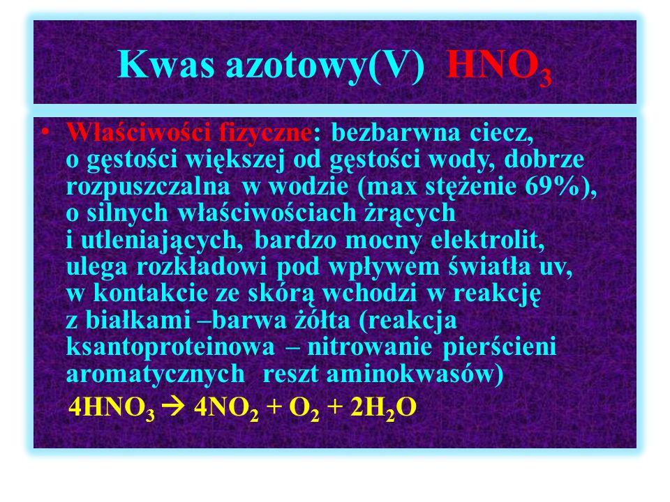 Kwas azotowy(V) HNO 3 Właściwości fizyczne: bezbarwna ciecz, o gęstości większej od gęstości wody, dobrze rozpuszczalna w wodzie (max stężenie 69%), o