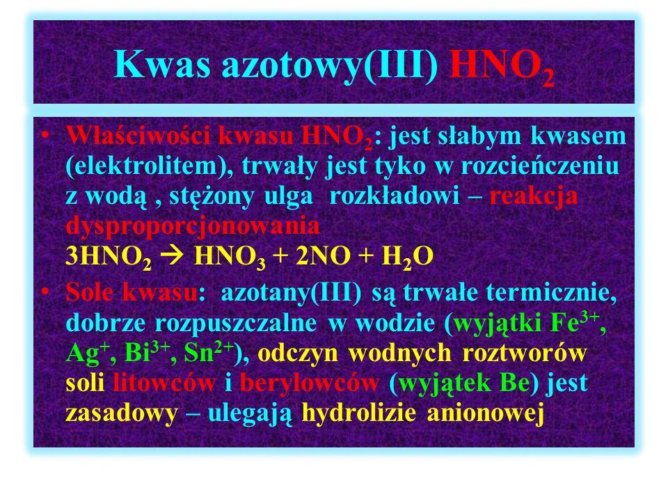 Kwas azotowy(III) HNO 2 Właściwości kwasu HNO 2 : jest słabym kwasem (elektrolitem), trwały jest tyko w rozcieńczeniu z wodą, stężony ulga rozkładowi