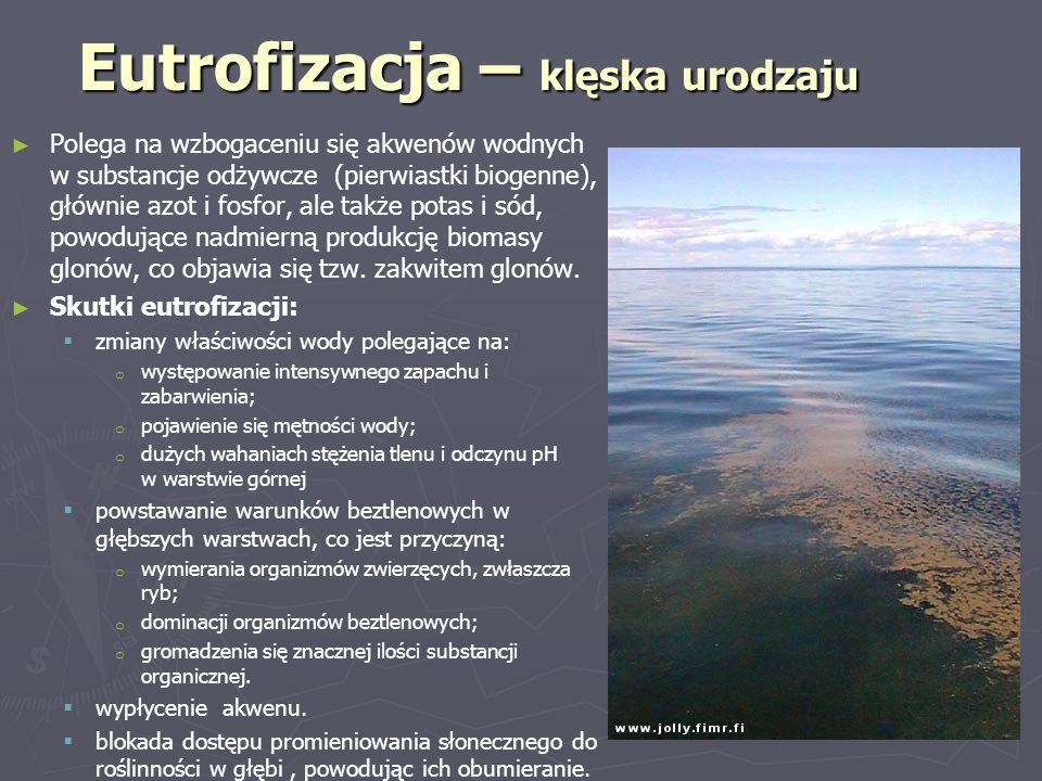 Eutrofizacja – klęska urodzaju ► ► Polega na wzbogaceniu się akwenów wodnych w substancje odżywcze (pierwiastki biogenne), głównie azot i fosfor, ale