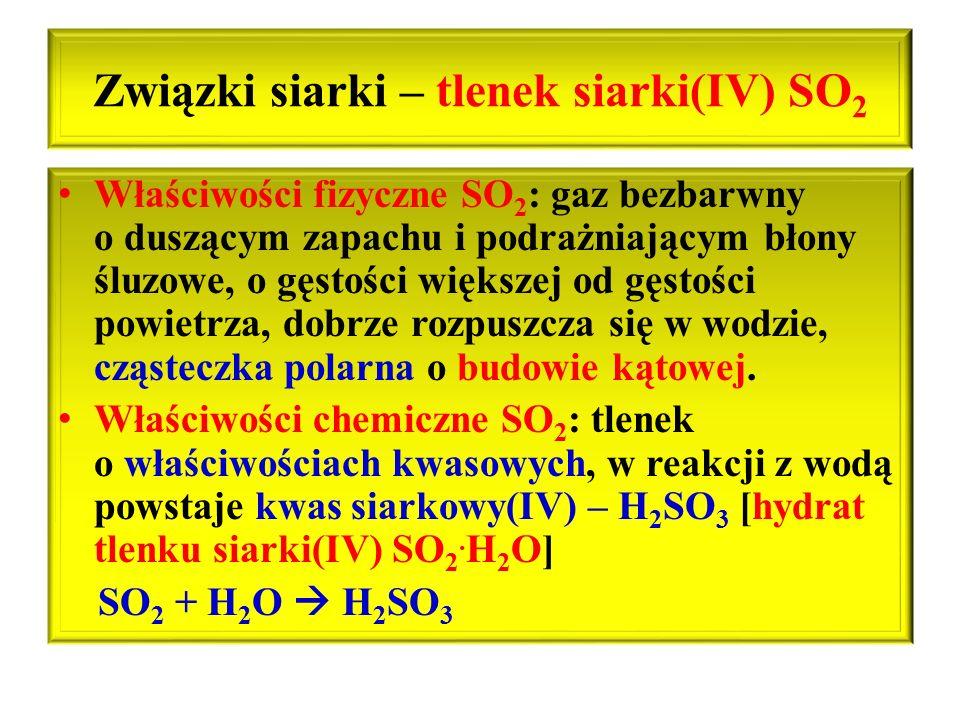Związki siarki – tlenek siarki(IV) SO 2 Właściwości fizyczne SO 2 : gaz bezbarwny o duszącym zapachu i podrażniającym błony śluzowe, o gęstości większ