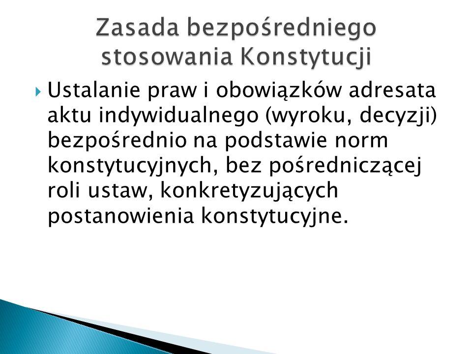  Ustalanie praw i obowiązków adresata aktu indywidualnego (wyroku, decyzji) bezpośrednio na podstawie norm konstytucyjnych, bez pośredniczącej roli ustaw, konkretyzujących postanowienia konstytucyjne.