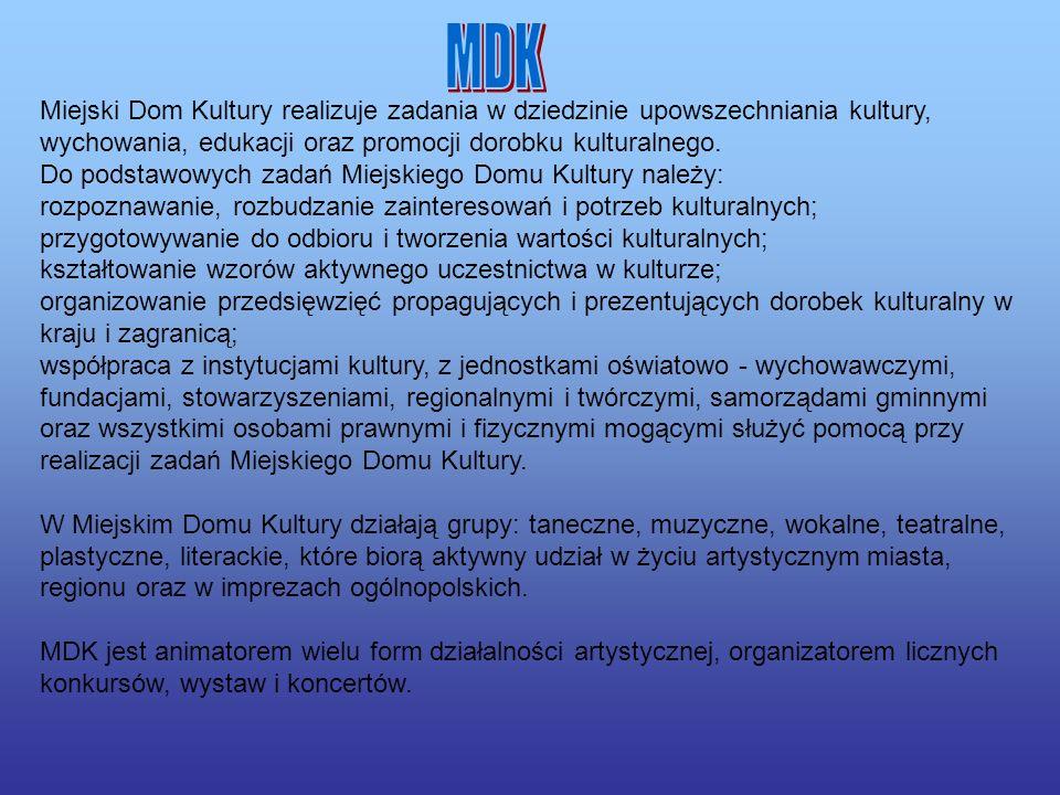 Dworek Złotnickich, teraz Urząd Miasta Klasyczystyczny dworek Złotnickich (obecnie siedziba urzędu miasta). W sąsiedztwie park miejski z pomnikowym ok