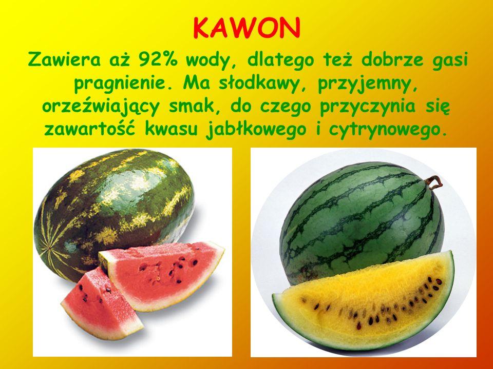 19 OSKOMIAN - CARAMBOLA Żółtawa jagoda o wydłużonym kształcie i pięciu podłużnych żebrach, które w owocach w pełni dojrzałych mają brązowe wierzchołki.