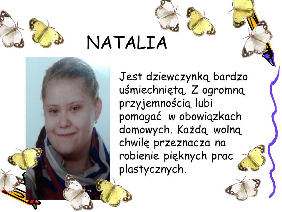 NATALIA Jest dziewczynką bardzo uśmiechniętą. Z ogromną przyjemnością lubi pomagać w obowiązkach domowych. Każdą wolną chwilę przeznacza na robienie p