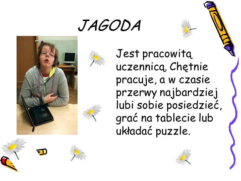 JAGODA Jest pracowitą uczennicą. Chętnie pracuje, a w czasie przerwy najbardziej lubi sobie posiedzieć, grać na tablecie lub układać puzzle.