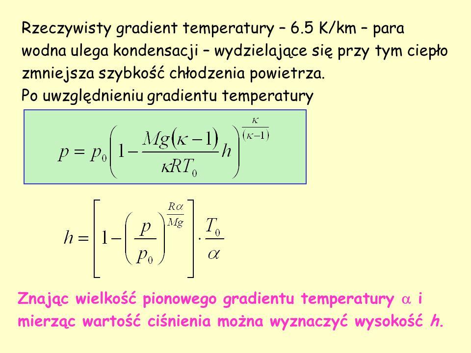 Rzeczywisty gradient temperatury – 6.5 K/km – para wodna ulega kondensacji – wydzielające się przy tym ciepło zmniejsza szybkość chłodzenia powietrza.