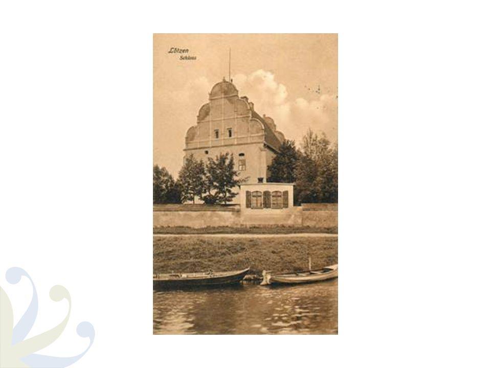 Historia – po II wojnie światowej 1945 - po wojnie w jednym skrzydle Zamku utworzono hotel 1989 - W okresie PRL-u zamek ulegał stopniowej dewastacji, co doprowadziło do zamknięcia hotelu pod koniec lat 80 – tych od 1990 - zamek stanowił własność prywatną, jednakże z powodu braku opieki i remontów popadał w coraz większą ruinę 2008 – zamek został kupiony przez obecnego właściciela