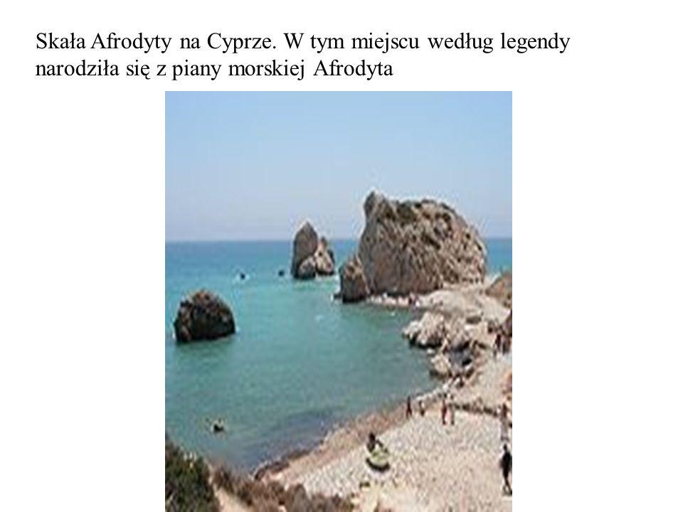 Skała Afrodyty na Cyprze. W tym miejscu według legendy narodziła się z piany morskiej Afrodyta