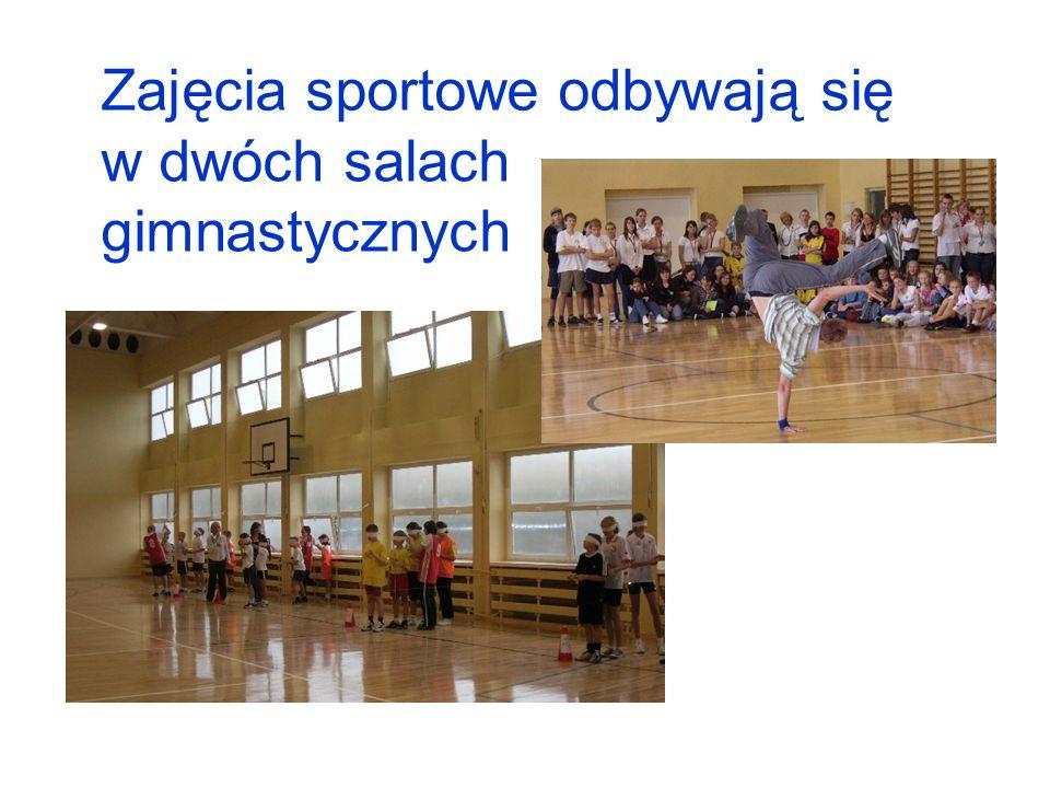 Zajęcia sportowe odbywają się w dwóch salach gimnastycznych