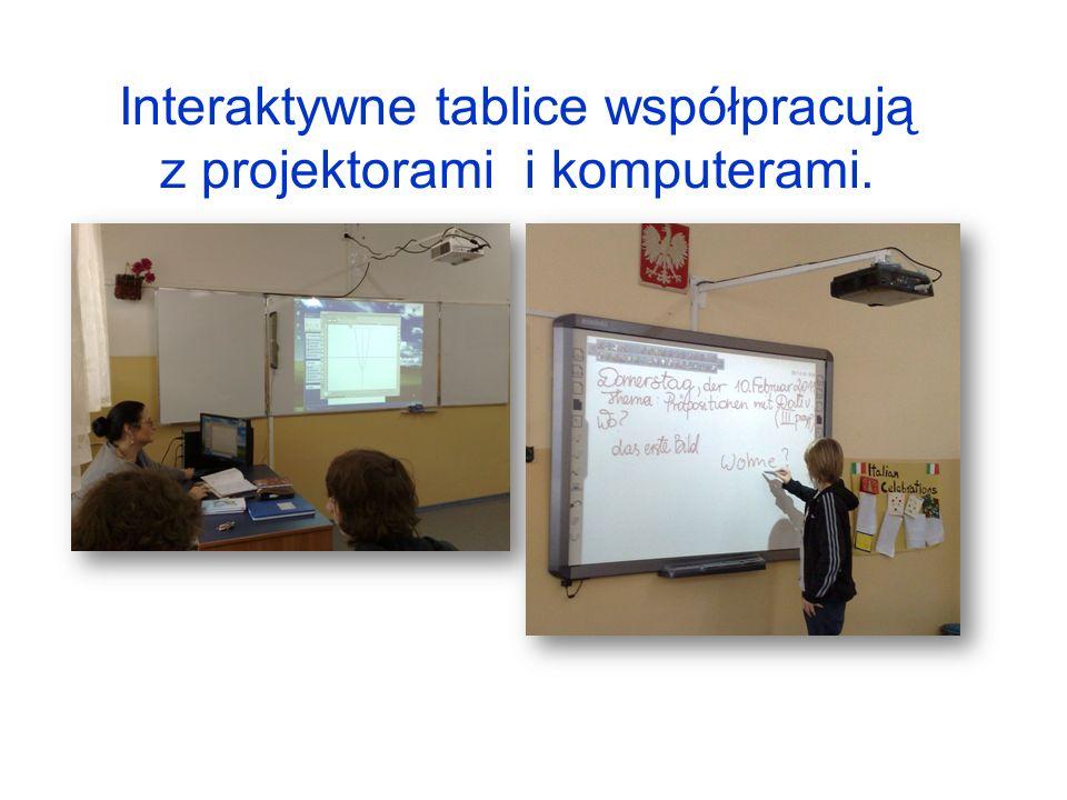 Interaktywne tablice współpracują z projektorami i komputerami.