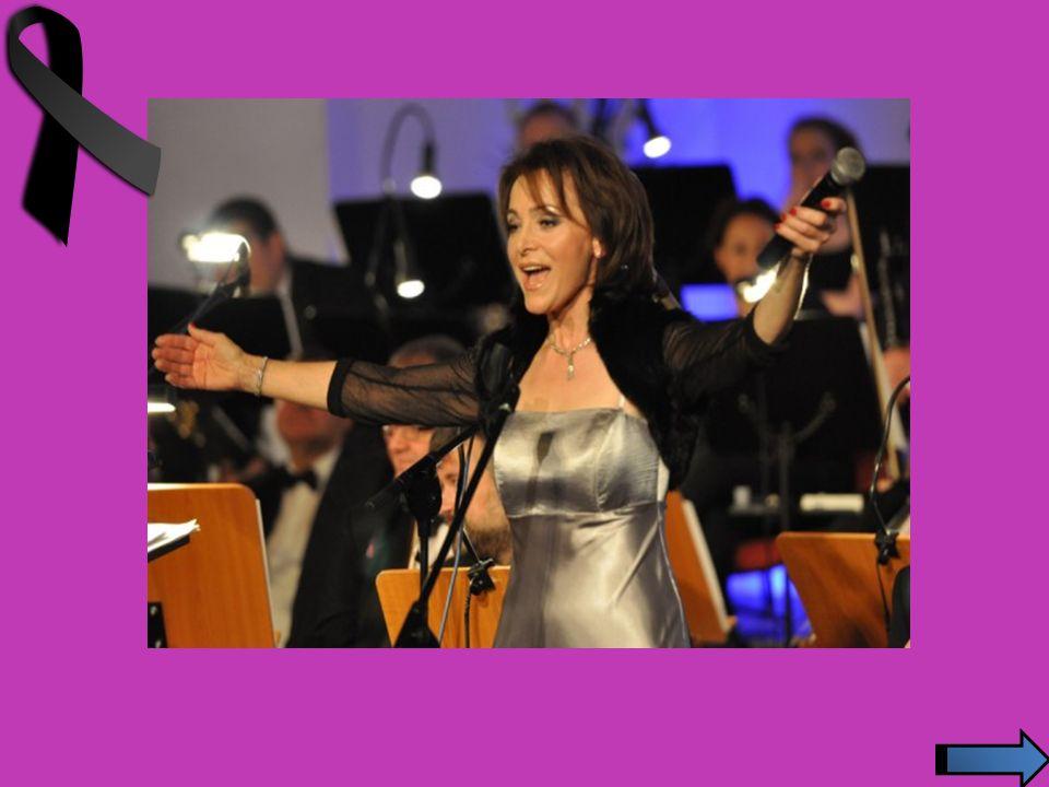 Współpracowała m.in. z zespołami Polanie, Czerwone Gitary i Budka Suflera.