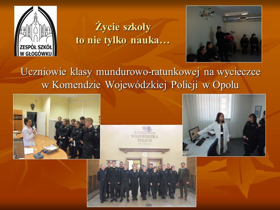 Życie szkoły to nie tylko nauka… Uczniowie klasy mundurowo-ratunkowej na wycieczce w Komendzie Wojewódzkiej Policji w Opolu