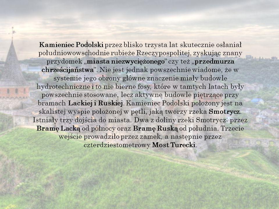 """Kamieniec Podolski przez blisko trzysta lat skutecznie osłaniał południowowschodnie rubieże Rzeczypospolitej, zyskując znany przydomek """"miasta niezwyciężonego czy też """"przedmurza chrześcijaństwa ."""