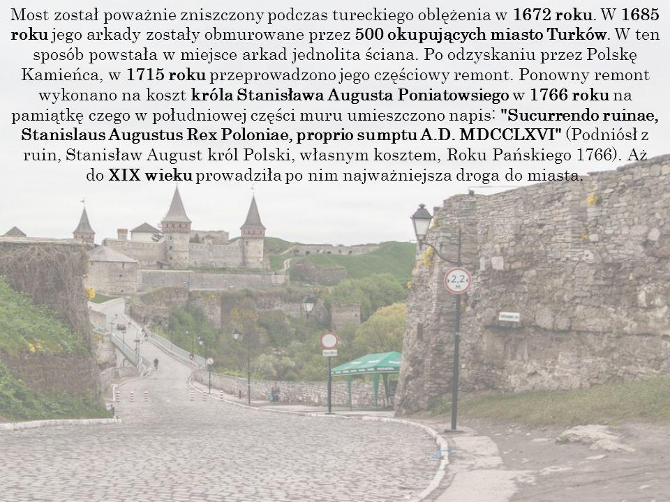 Most został poważnie zniszczony podczas tureckiego oblężenia w 1672 roku.