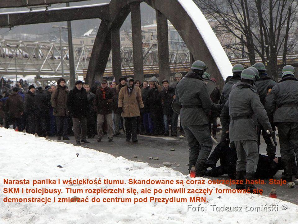 Na ulicach Polskiej, Czechosłowackiej, Bema, Waszyngtona, Placu Konstytucji stały odwody wojska ulokowane w SKOT-ach (Samobieżnych Kołowych Opancerzonych Transporterach) oraz czołgach i samochodach.