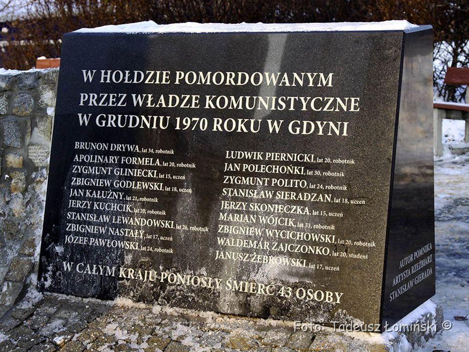 Pomnik Ofiar Grudnia '70 w pobliżu miejsc zdarzeń.