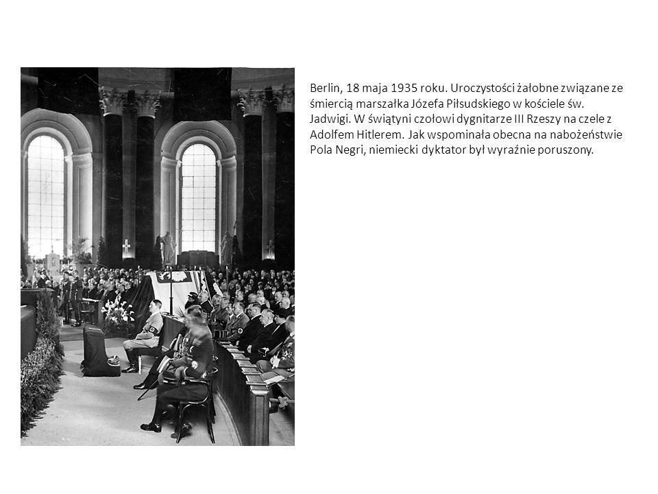 Berlin, 18 maja 1935 roku. Uroczystości żałobne związane ze śmiercią marszałka Józefa Piłsudskiego w kościele św. Jadwigi. W świątyni czołowi dygnitar