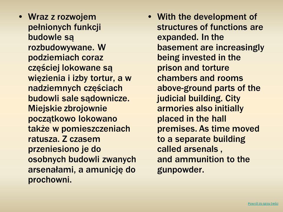 Wraz z rozwojem pełnionych funkcji budowle są rozbudowywane. W podziemiach coraz częściej lokowane są więzienia i izby tortur, a w nadziemnych częścia