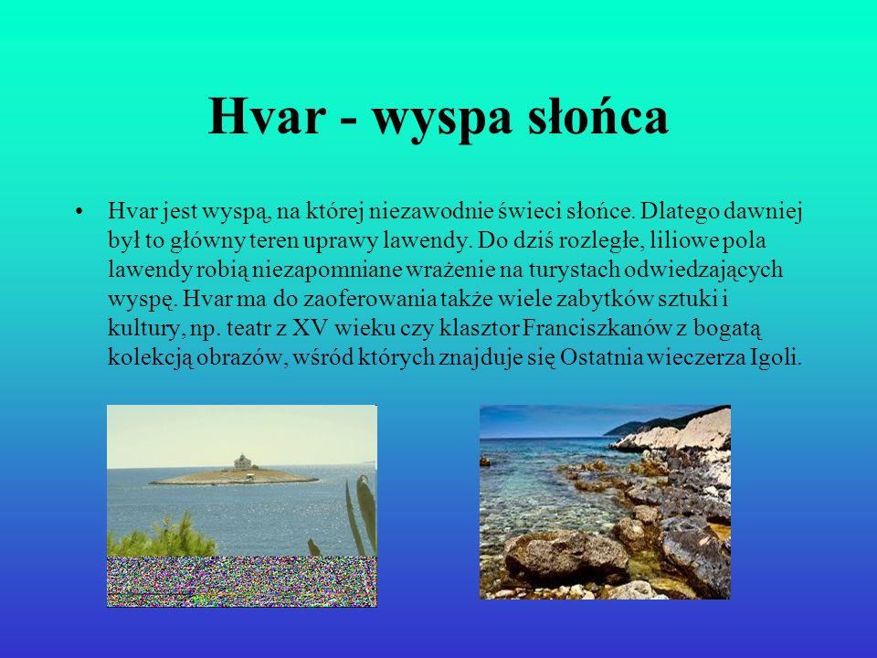 Hvar - wyspa słońca Hvar jest wyspą, na której niezawodnie świeci słońce. Dlatego dawniej był to główny teren uprawy lawendy. Do dziś rozległe, liliow