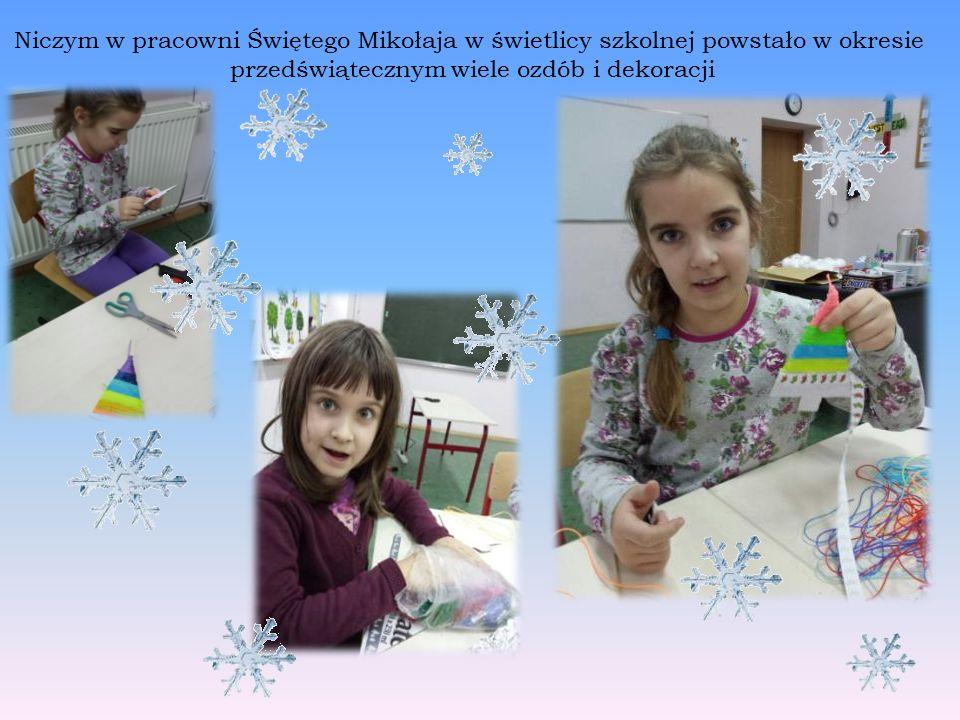 Niczym w pracowni Świętego Mikołaja w świetlicy szkolnej powstało w okresie przedświątecznym wiele ozdób i dekoracji