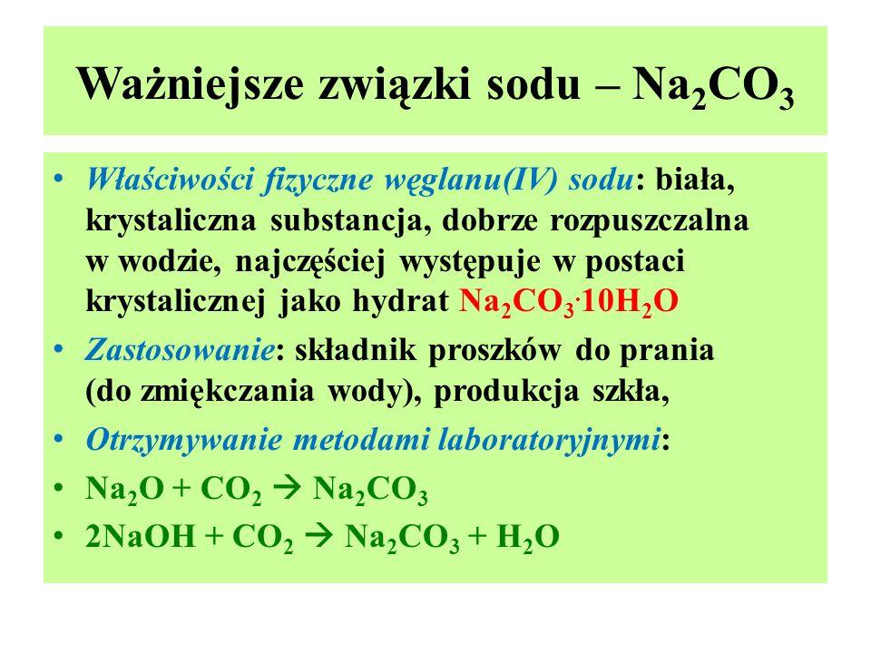 Ważniejsze związki sodu – Na 2 CO 3 Właściwości fizyczne węglanu(IV) sodu: biała, krystaliczna substancja, dobrze rozpuszczalna w wodzie, najczęściej