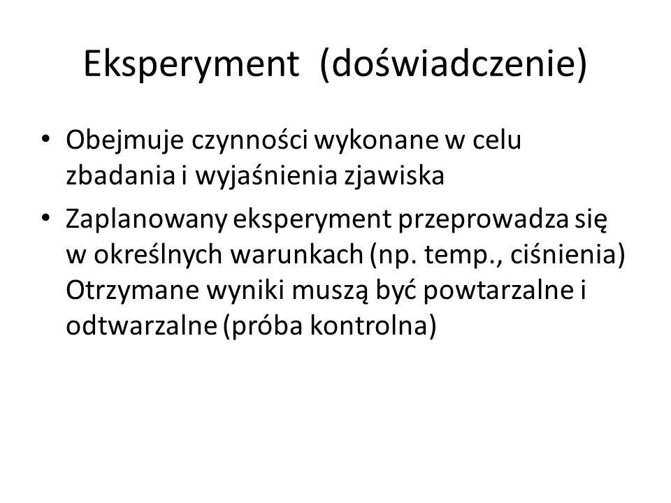 Eksperyment (doświadczenie) Obejmuje czynności wykonane w celu zbadania i wyjaśnienia zjawiska Zaplanowany eksperyment przeprowadza się w określnych warunkach (np.