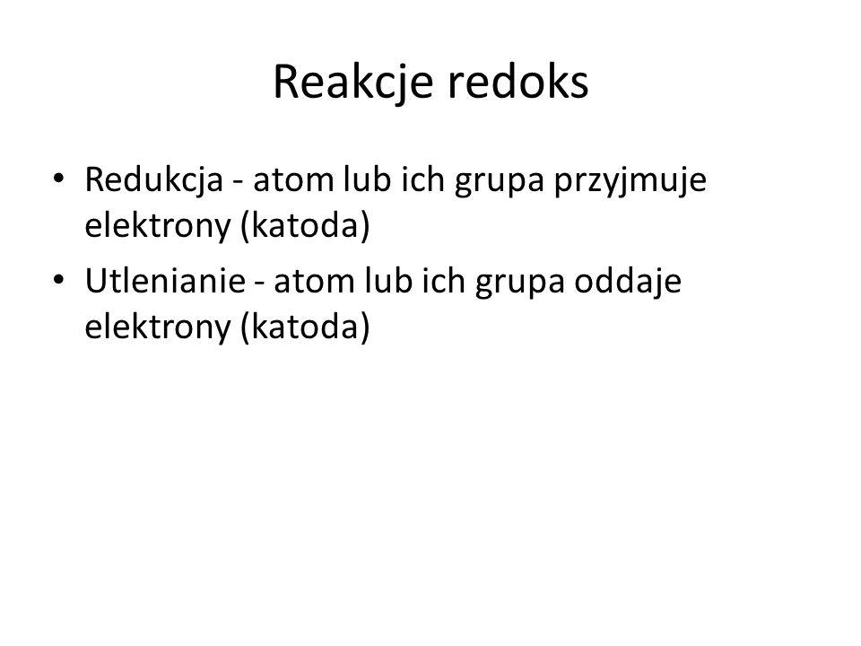 Reakcje redoks Redukcja - atom lub ich grupa przyjmuje elektrony (katoda) Utlenianie - atom lub ich grupa oddaje elektrony (katoda)