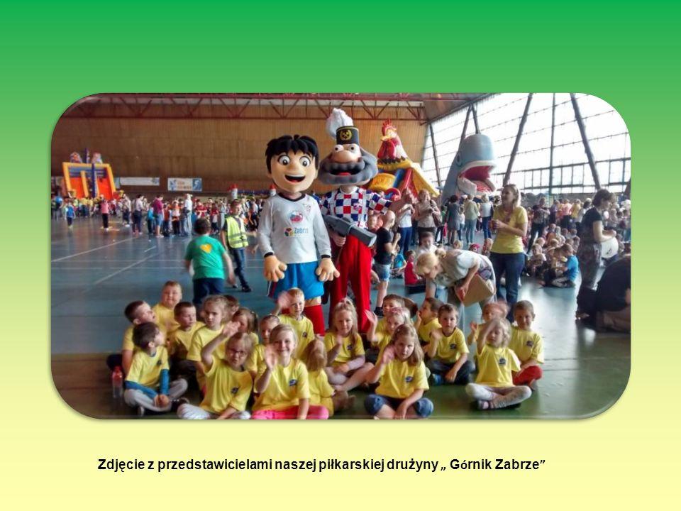 """Zdjęcie z przedstawicielami naszej piłkarskiej drużyny """" G ó rnik Zabrze """""""