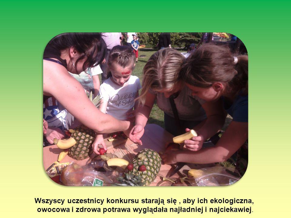Wszyscy uczestnicy konkursu starają się, aby ich ekologiczna, owocowa i zdrowa potrawa wyglądała najładniej i najciekawiej.
