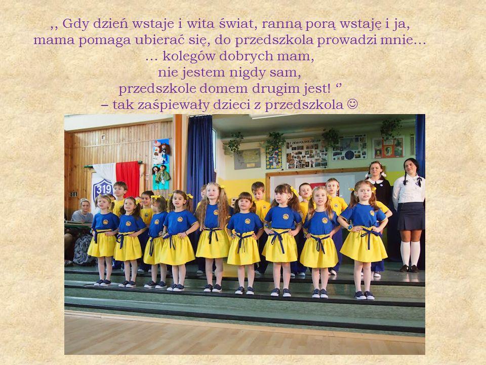 ,, Gdy dzień wstaje i wita świat, ranną porą wstaję i ja, mama pomaga ubierać się, do przedszkola prowadzi mnie… … kolegów dobrych mam, nie jestem nig